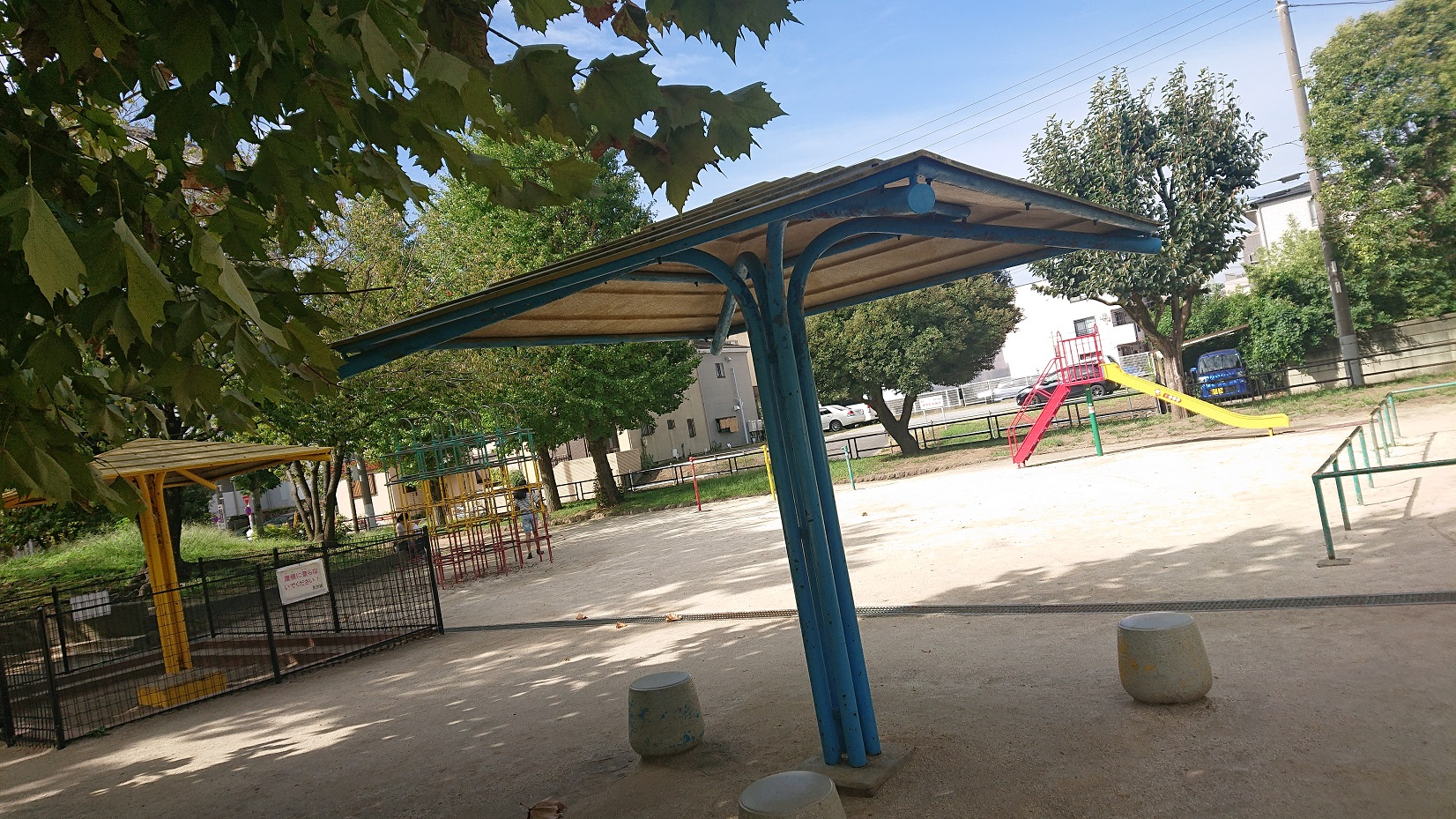 谷中公園のベンチ
