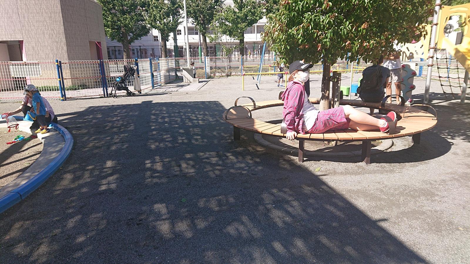 東盛公園の休憩スポット