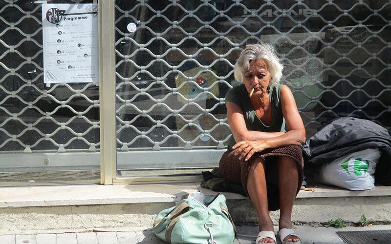 女性のホームレスはなぜ少ないのか?