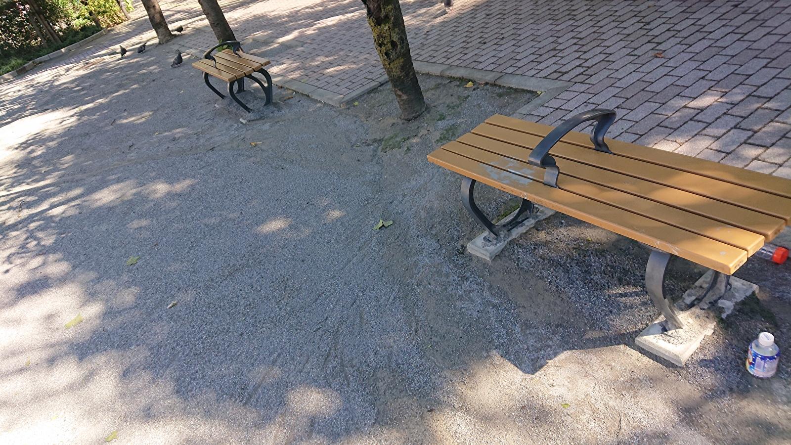 東盛公園のベンチ